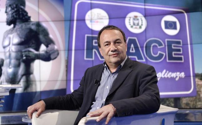 Riace, il sindaco 'dei migranti' indagato per concussione e truffa